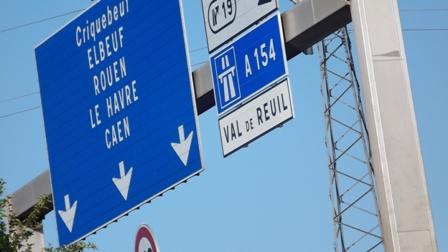 Panneau de l'A13, pris au bord de la sortie de Val de Reuil